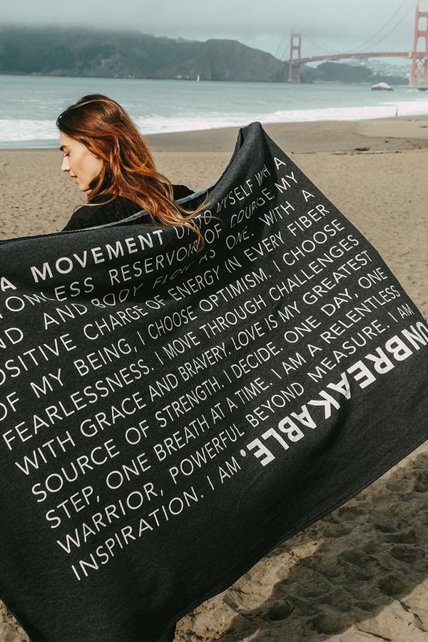 Extra soft, polycotton blended fleece blanket with UNBREAKABLE manifesto. Black..