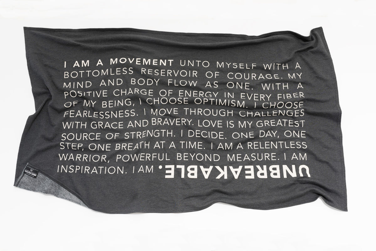 Extra soft, polycotton blended fleece blanket with UNBREAKABLE manifesto. Grey.