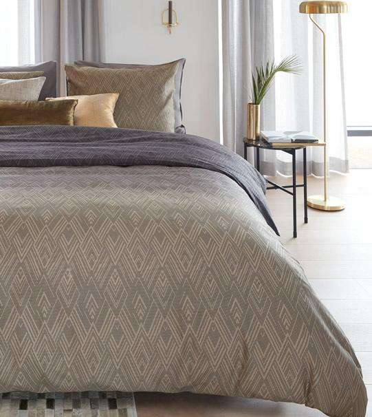 Bedding House Points & Lines Natural Quilt Cover Set