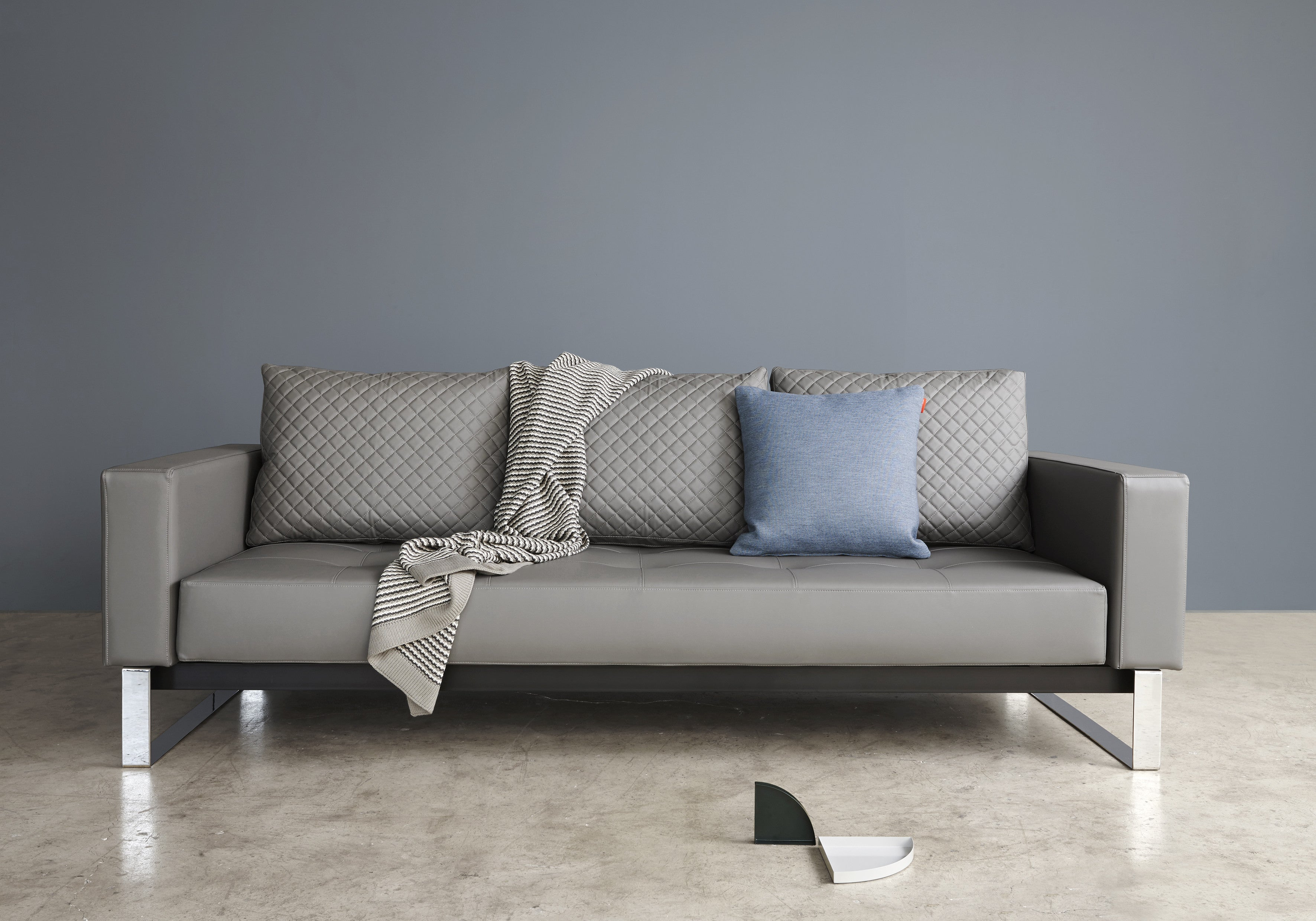 Cassius Quilt Deluxe Sleeper Sofa Lays Out To A 54 X 79 Full Size