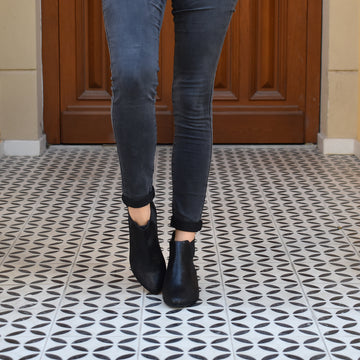 Black patterned Chelsea boots