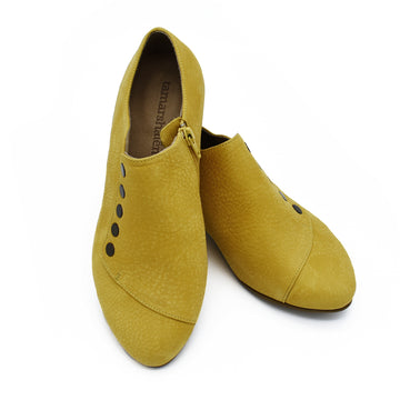 Grace, Banana yellow leather shoes