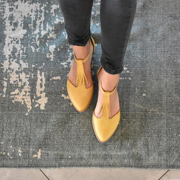 Fringe yellow leather Nora sandals