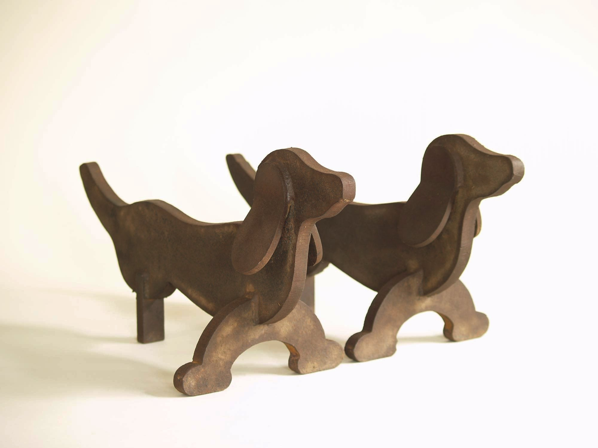 Paire de chenets Art Déco attribués à Édouard Schenck, France (vers 1930)..Pair of Art Déco fire-dogs andirons attributed to Édouard Schenck, France (circa 1930)