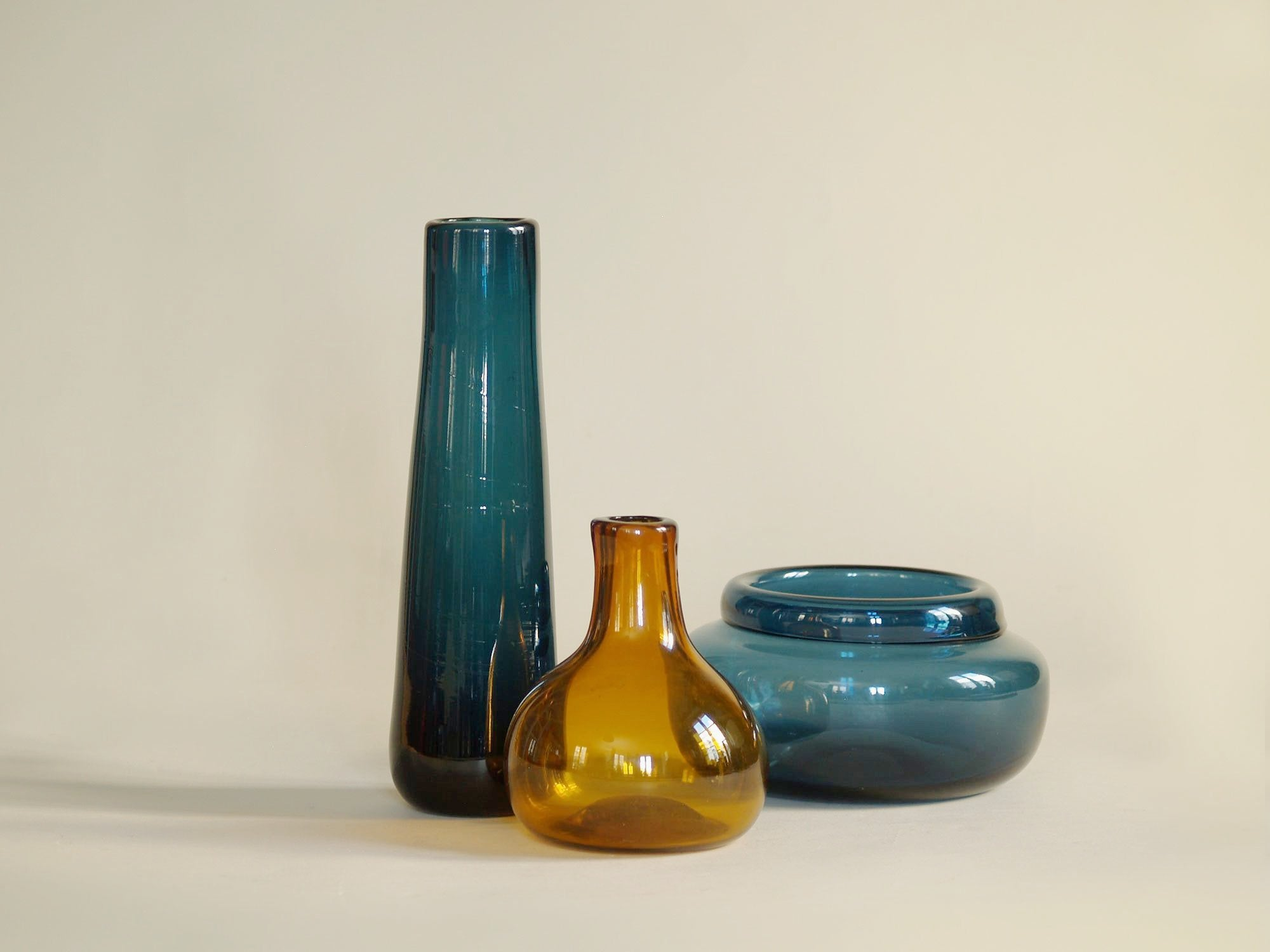 Ensemble de vases en verre soufflé par Claude Morin, France (1979)..Blown glass Set vases by Claude Morin, France (1979)