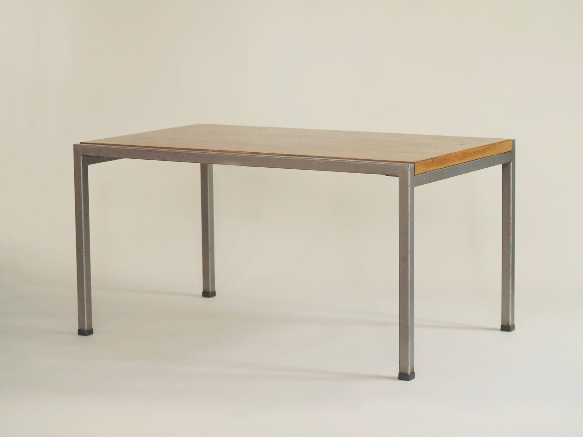 occasional corbusier ensemble frydman nelson table coffee galerie basse basses knoll products de set stimmung efa rationaliste tables george vers georges circa rationalistes rationalist deux pour france