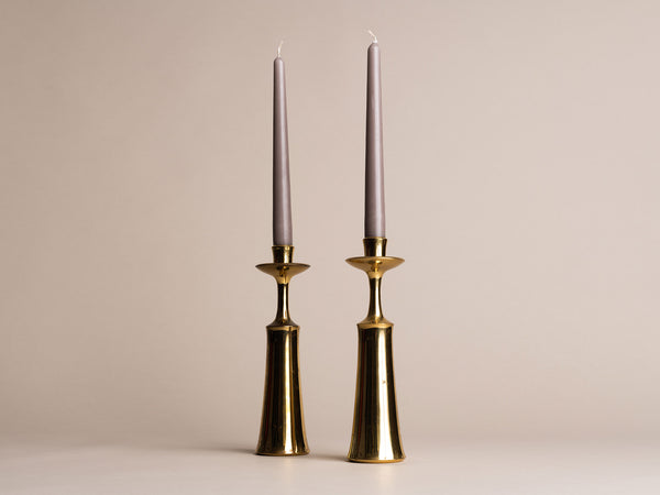 Paire de flambeaux modernistes de Jens Harald Quistgaard pour Dansk Designs, Danemark (vers 1958)..Set of 2 modernist Candle holders by Jens Harald Quistgaard for Dansk Designs, Denmark (circa 1958)