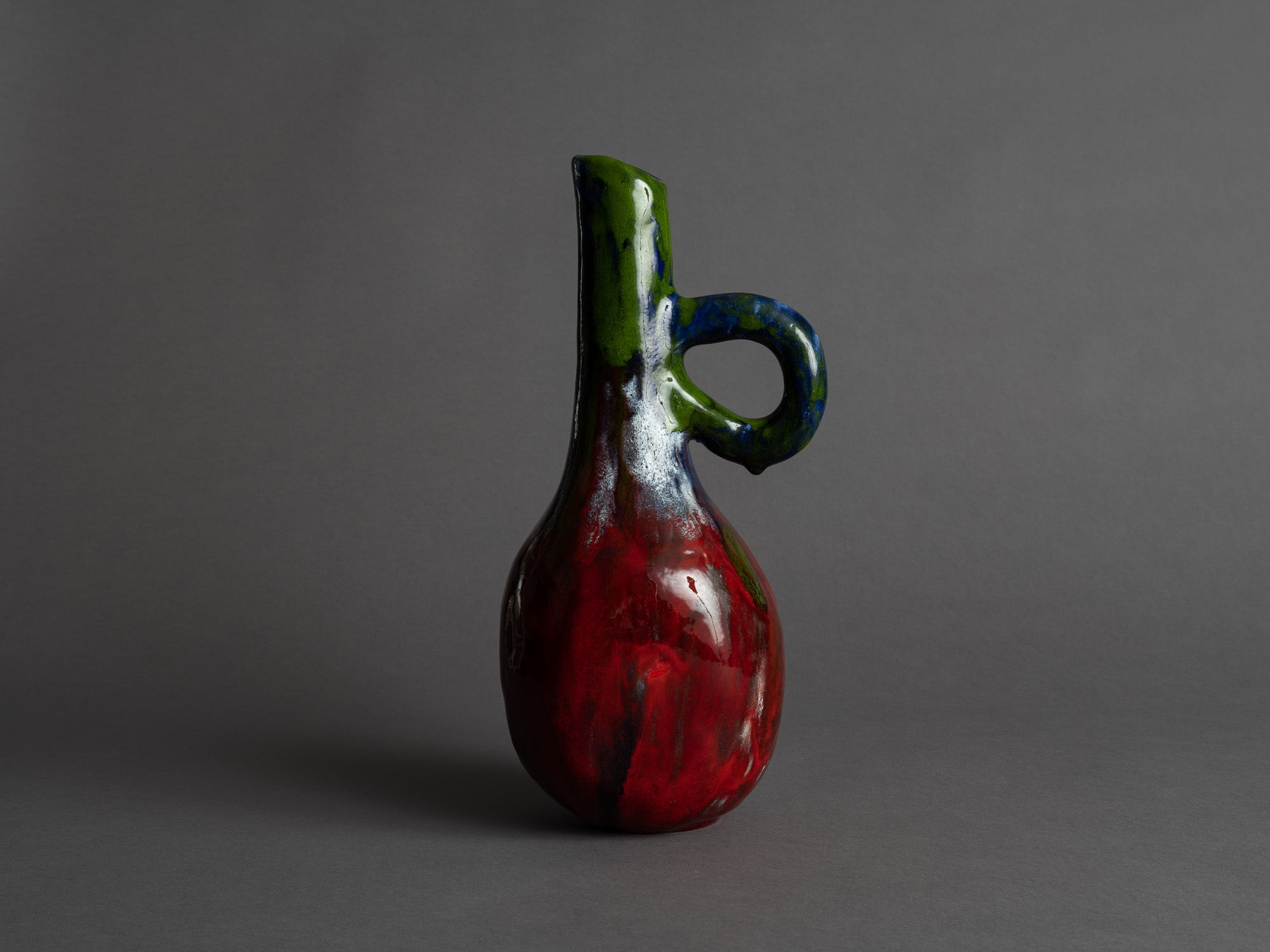 Rare vase ansé d'Alice Colonieu, France (vers 1950)..Earthenware handled vase by Alice Colonieu, France (circa 1950)
