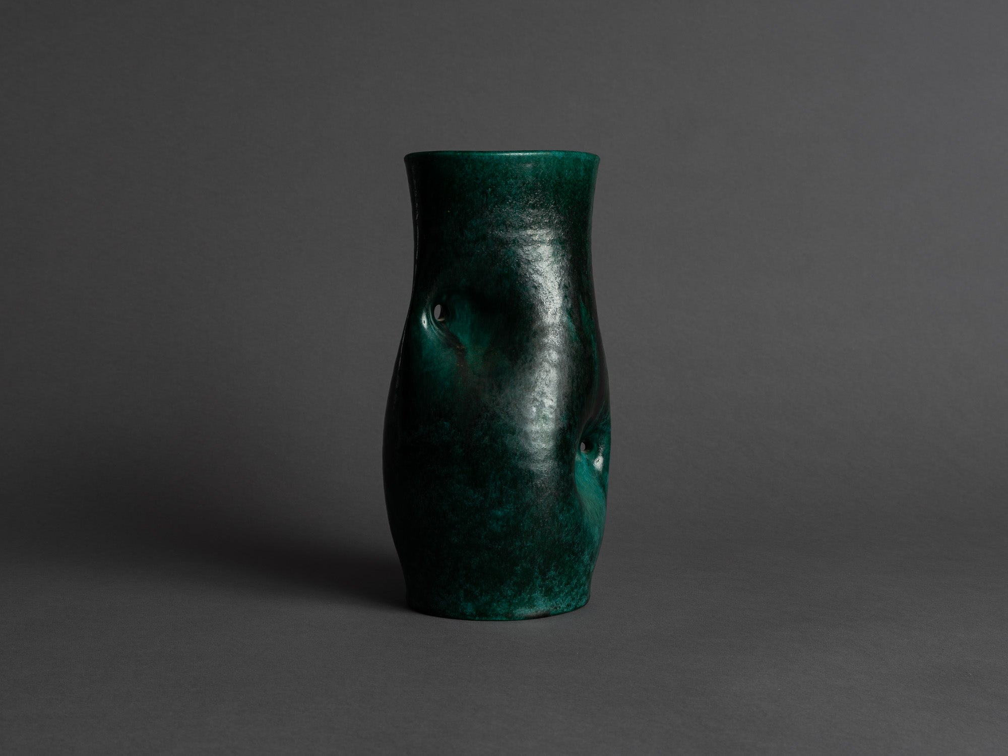 Vase biomorphique des Potiers d'Accolay, France (vers 1955)..Freeform Vase by les Potiers d'Accolay, France (ca 1955)