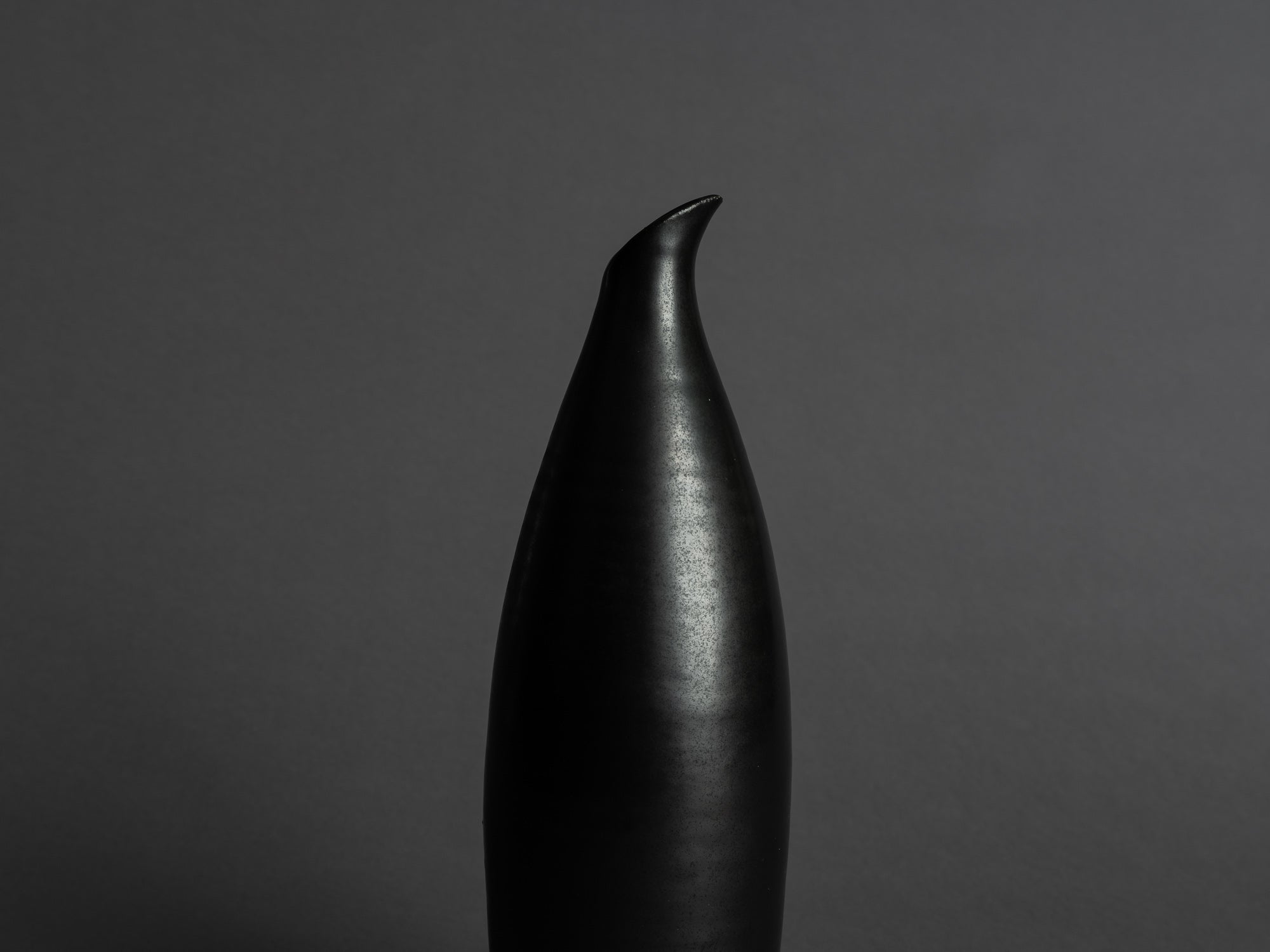 Vase bouteille des Potiers d'Accolay, France (vers 1955)..Freeform bottleshaped Vase by les Potiers d'Accolay, France (ca 1955)