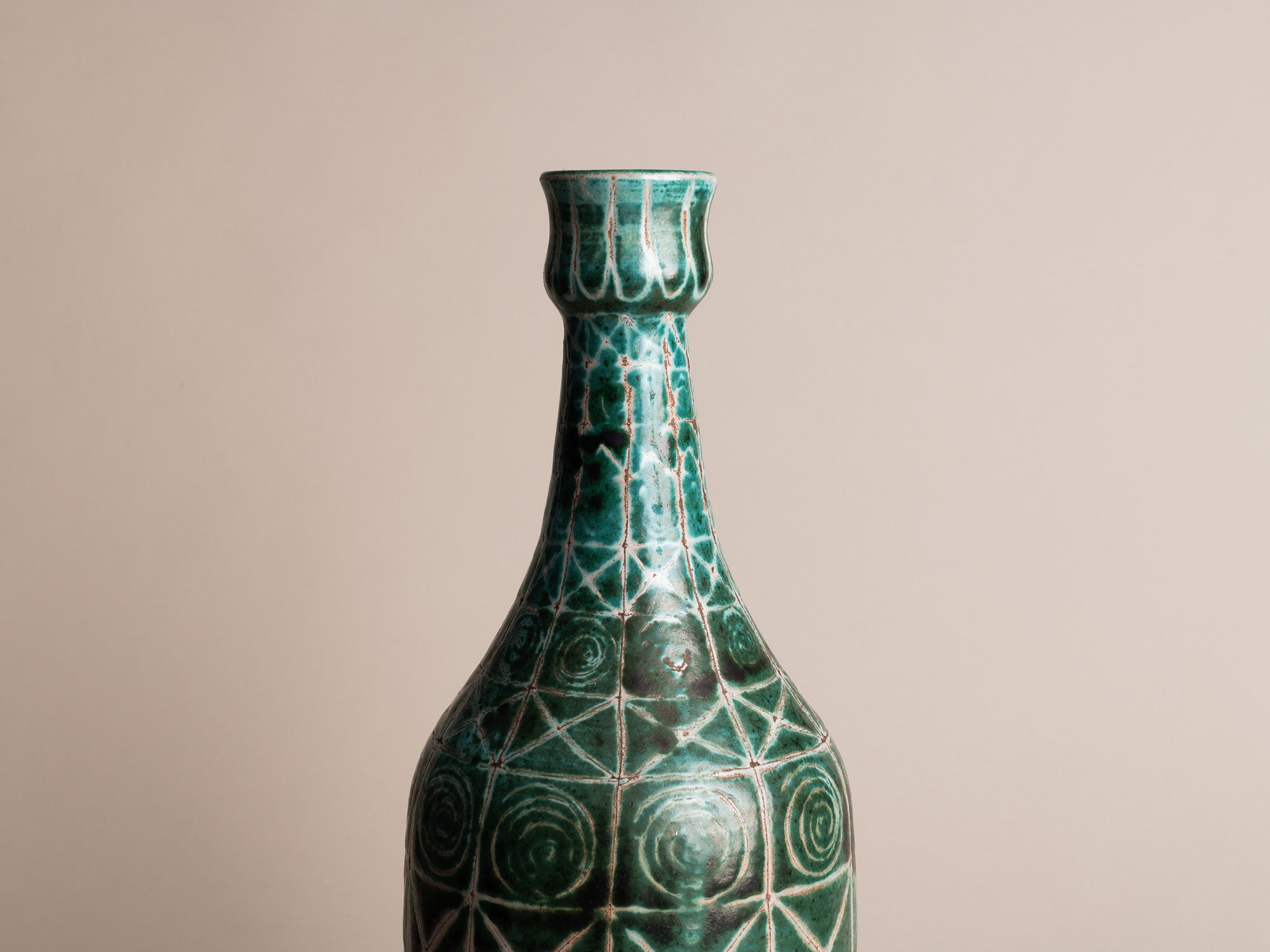 Rare vase bouteille de Robert Picault, France (vers 1948)..Rare bottleshaped vase by Robert Picault, France (circa 1948)