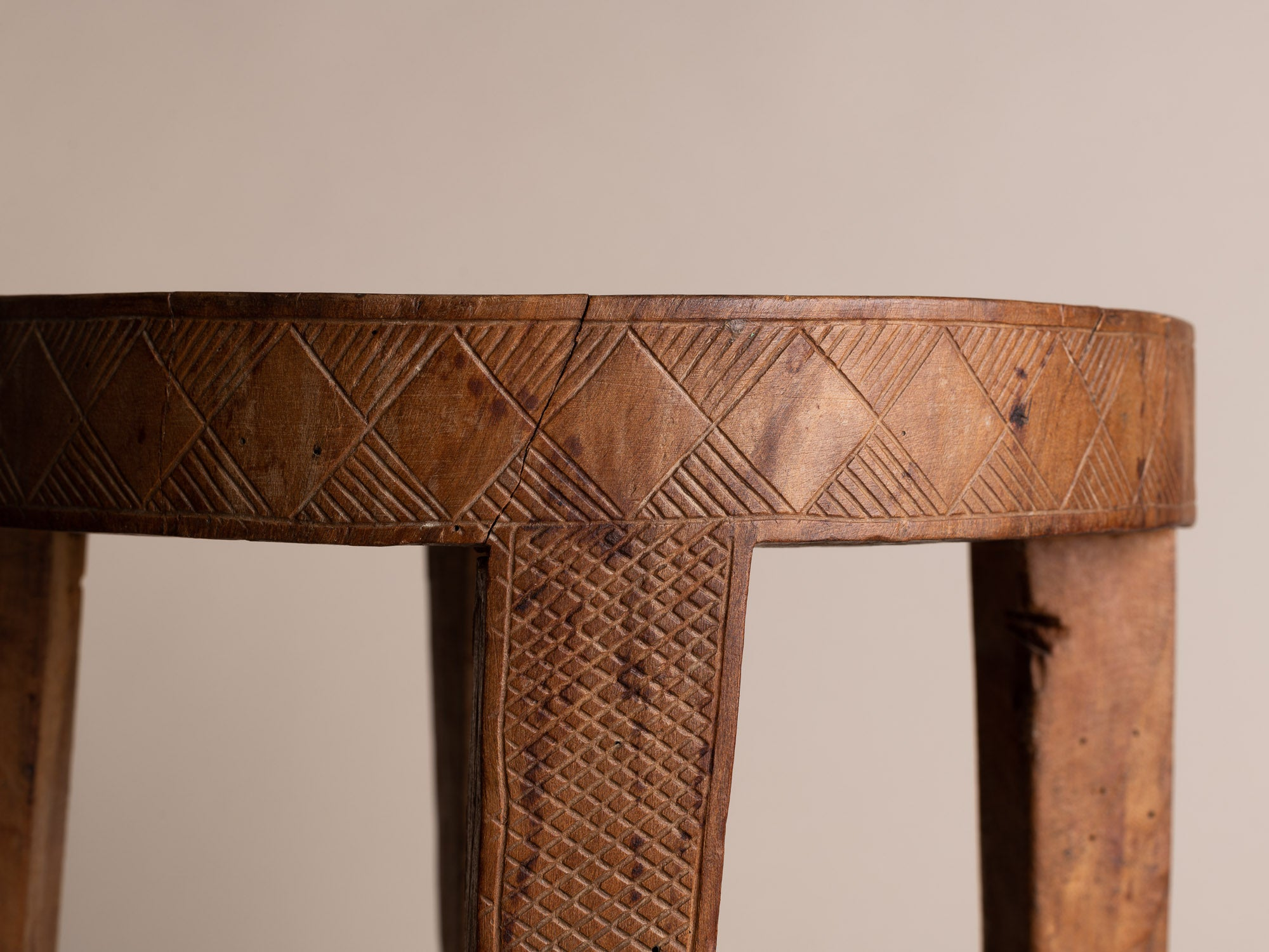 Tabouret monoxyle à décor gravé, Afrique occidentale (vers 1940-50)..Stool with engraved decoration, West Africa (circa 1940-50)