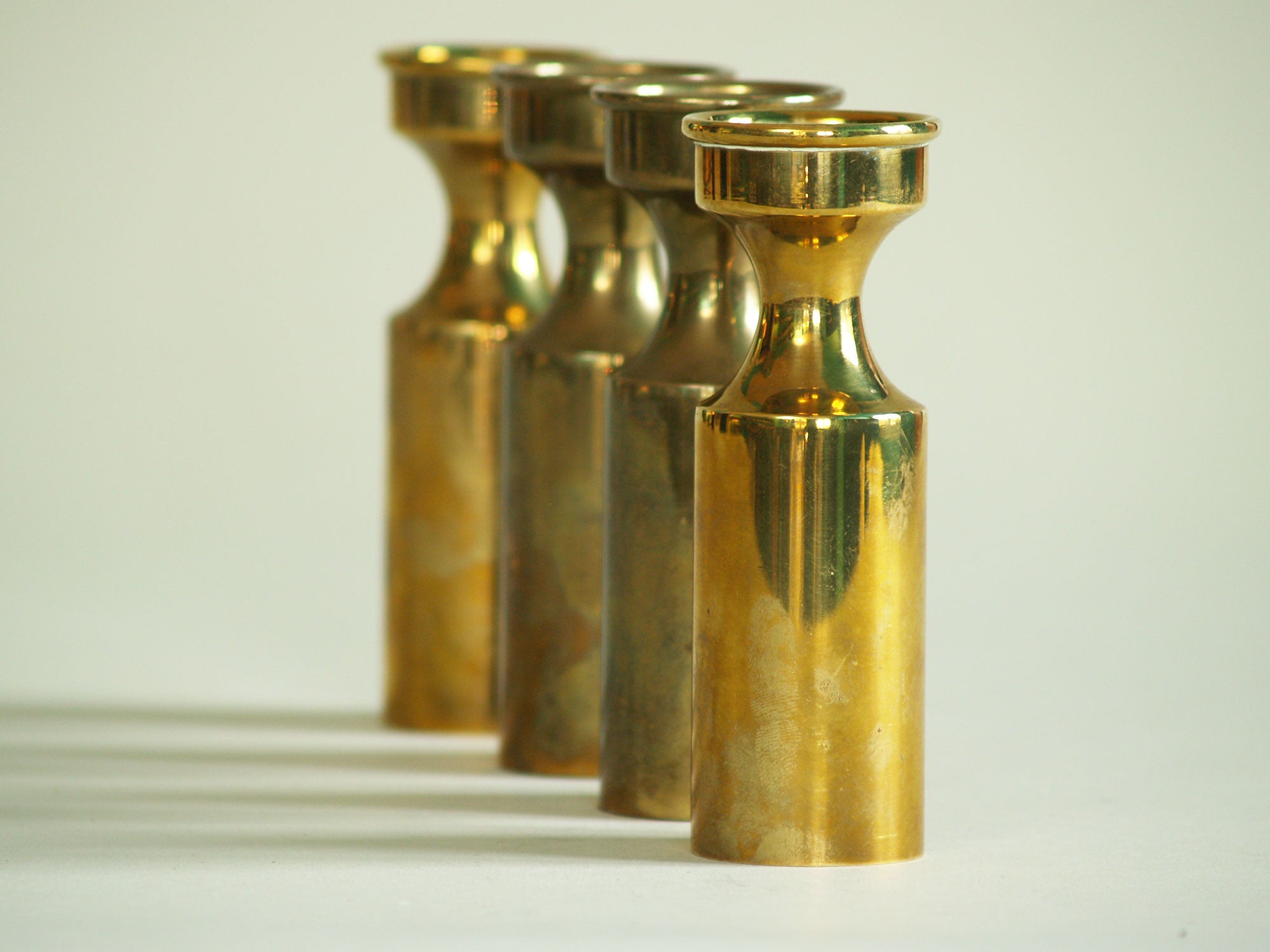 Série de quatre flambeaux modernistes, Danemark (vers 1950)..Set of 4 modernist Candle holders, Denmark (circa 1950)
