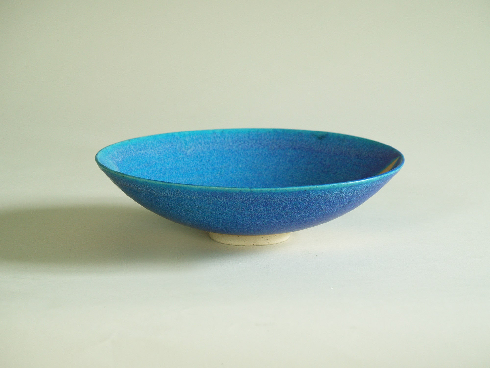 Coupe circulaire d'Inger Krebs, Danemark (vers 1980)..Large Bowl by Inger Krebs, Denmark (ca. 1980)