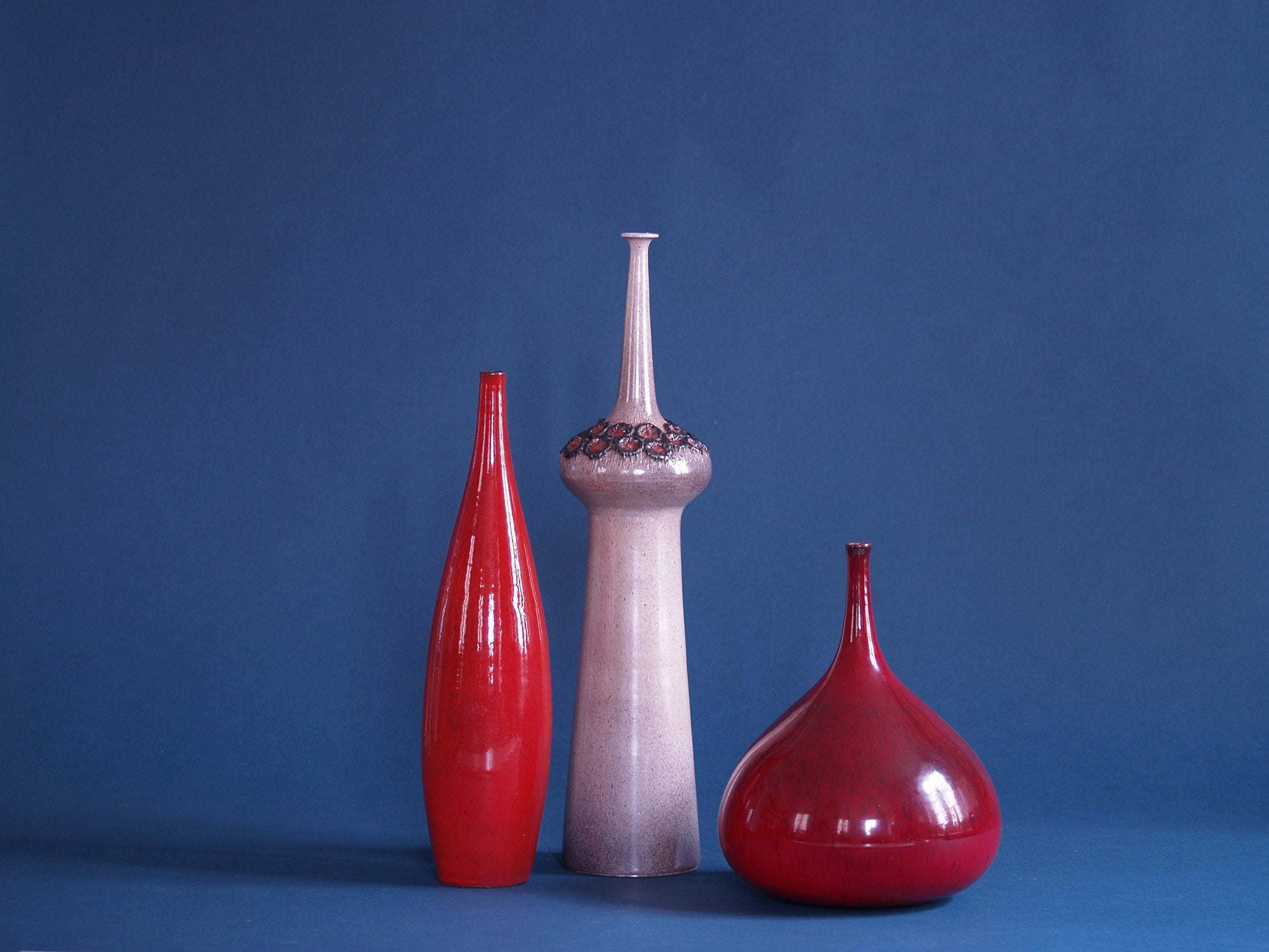 Grand vase bouteille renflé par Perignem, Belgique (vers 1965)..Outstanding bottle-shaped Vase by Perignem, Belgium (circa 1965)