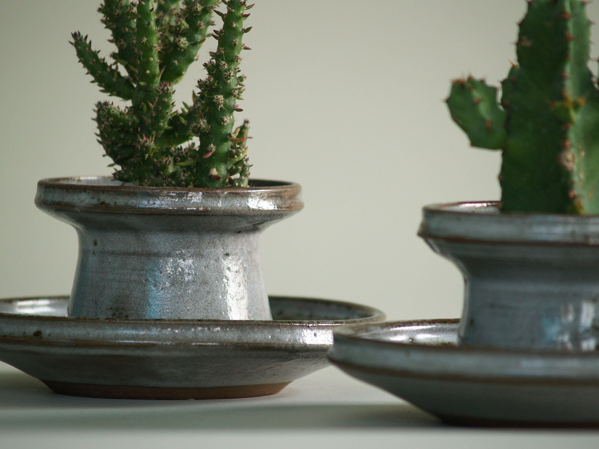 Paire de pots de Chantal & Thierry Robert, France (vers 1963)..Planters set by Chantal & Thierry Robert, France (circa 1963)