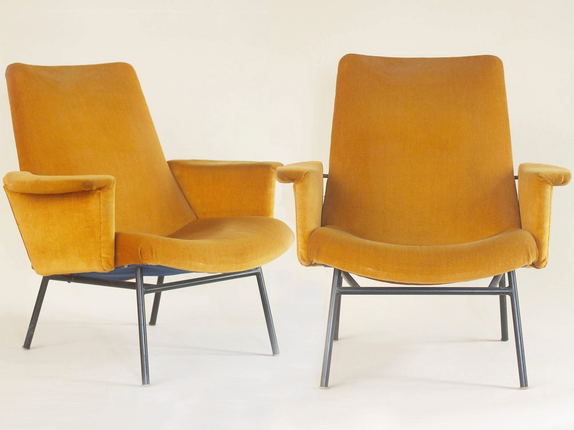 Paire de fauteuils SK660 par Pierre Guariche pour Steiner, France (1953)..Pair of SK660 chairs by Pierre Guariche for Steiner, France (1953)