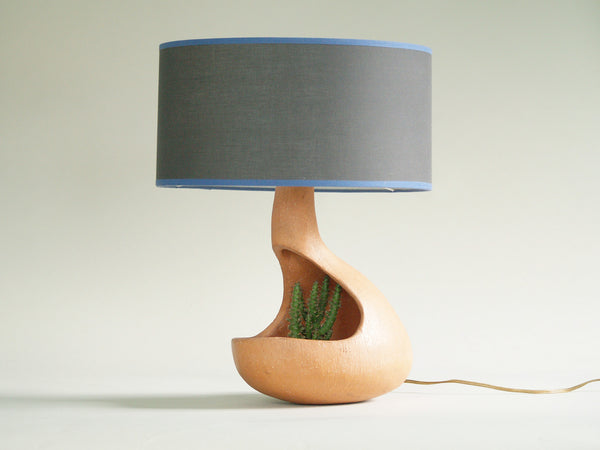 Lampe‑jardinière habitacle biomorphique, France (vers 1955)..Biomorphic Lamp Planter, France (circa 1955)