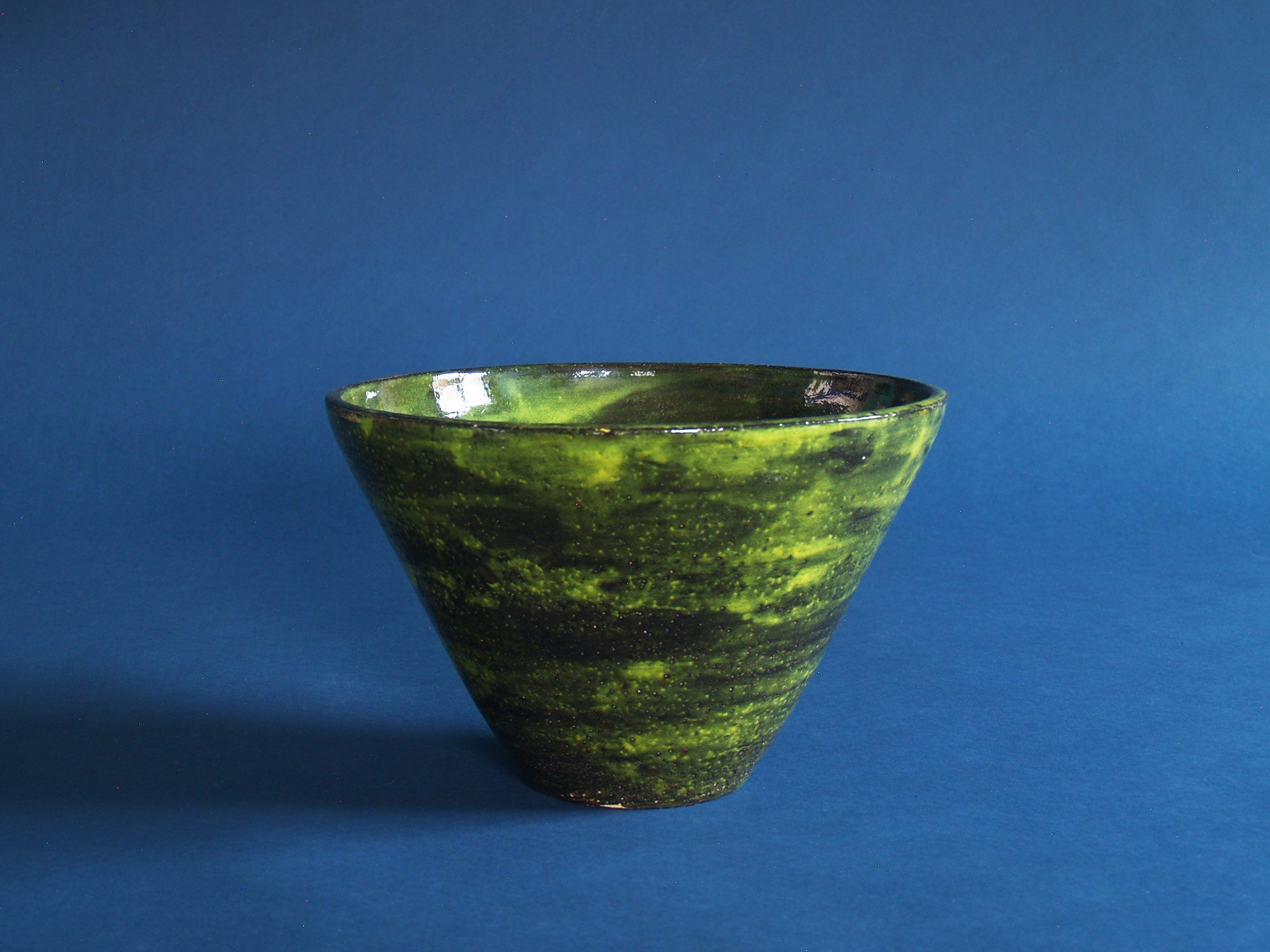 Coupe vasque de Mado Jolain, France (vers 1960)..Large bowl by Mado Jolain, France (circa 1960)