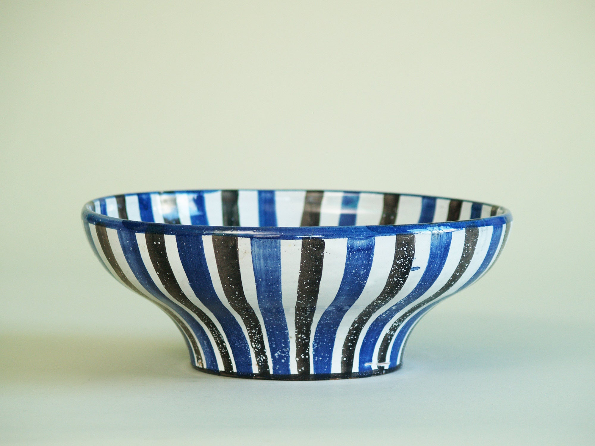 Rare grande coupe de Robert Picault, France (vers 1949)..Large striped Bowl by Robert Picault, France (circa 1949)