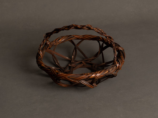 Corbeille en forme de Kashiki à anse cordée pour l'ikebana, Japon (Ère Shōwa)..Basket for ikebana, Kashiki shaped with rope style handle, Japan (Shōwa era)