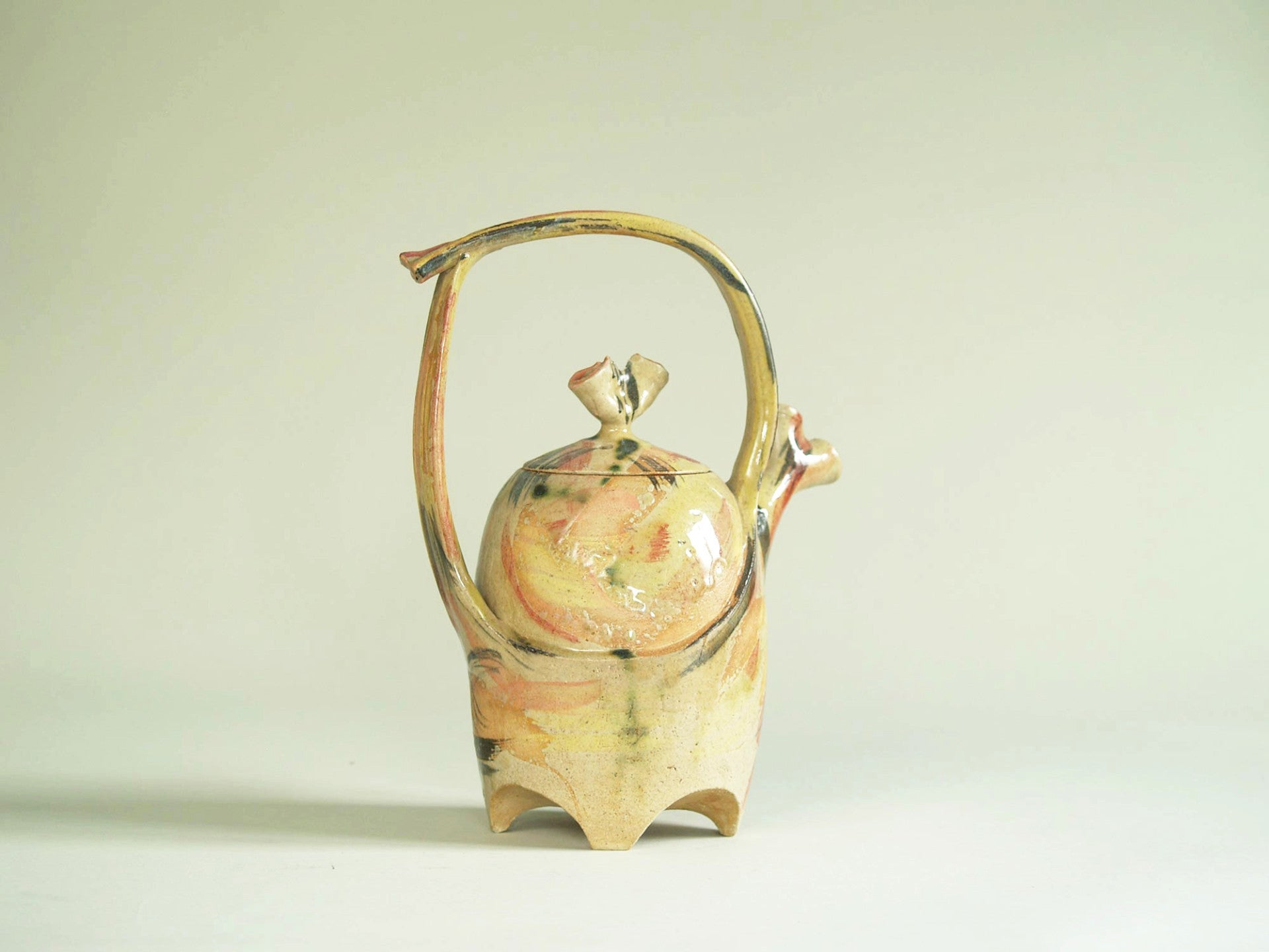 Théière sculpturale en grès, France (vers 1980)..Studio pottery Big Teapot, France (circa 1980)