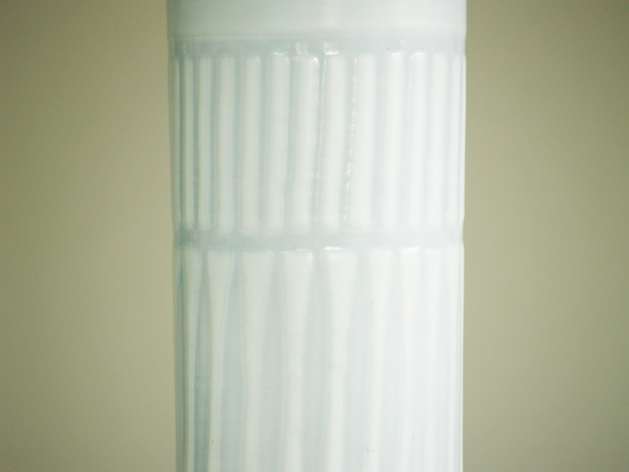 Vase rouleau de Roger Capron, France (vers 1955)..Cylindric vase by Roger Capron, France (circa 1955)