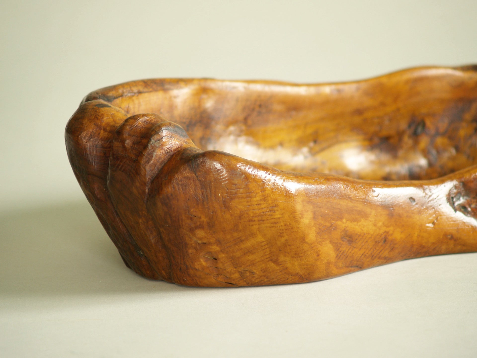 Rare ensemble de coupes monoxyles de forme libre par Hardoin, France (1977)..Set of freeform carved bowls by Hardoin, France (1977)