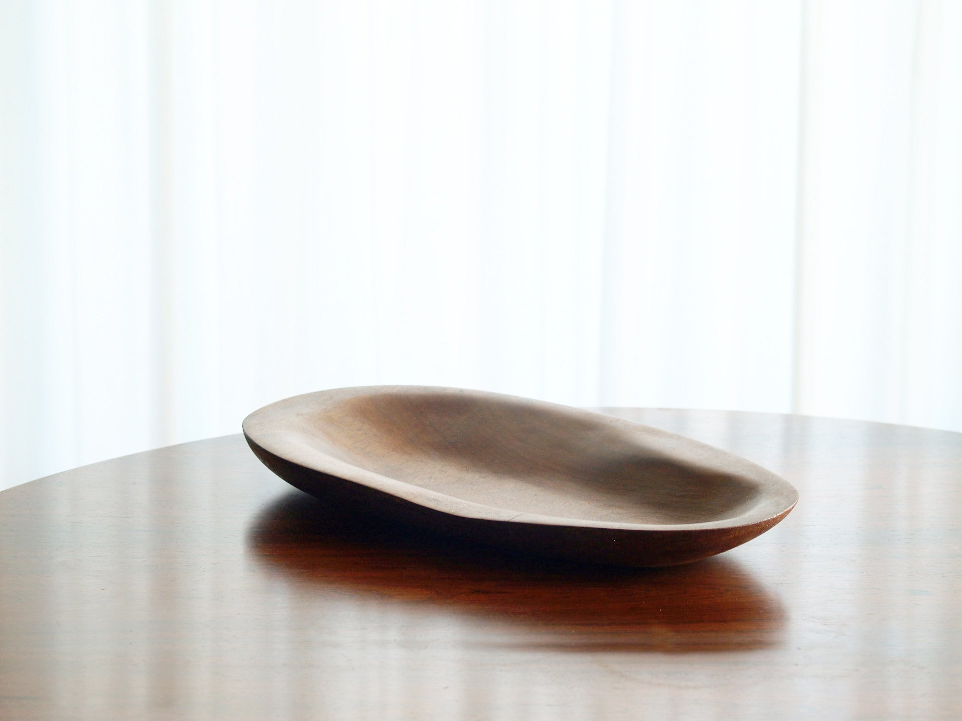 Coupe monoxyle ovale en sycomore, France (vers 1960)..Sycamore Ovoïd carved bowl, France (circa 1960)