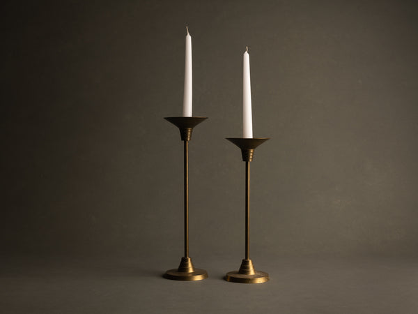 Paire de flambeaux néoclassiques mordernistes, France (vers 1930)..Pair of neoclassical modernist Candle holders, France (circa 1930)