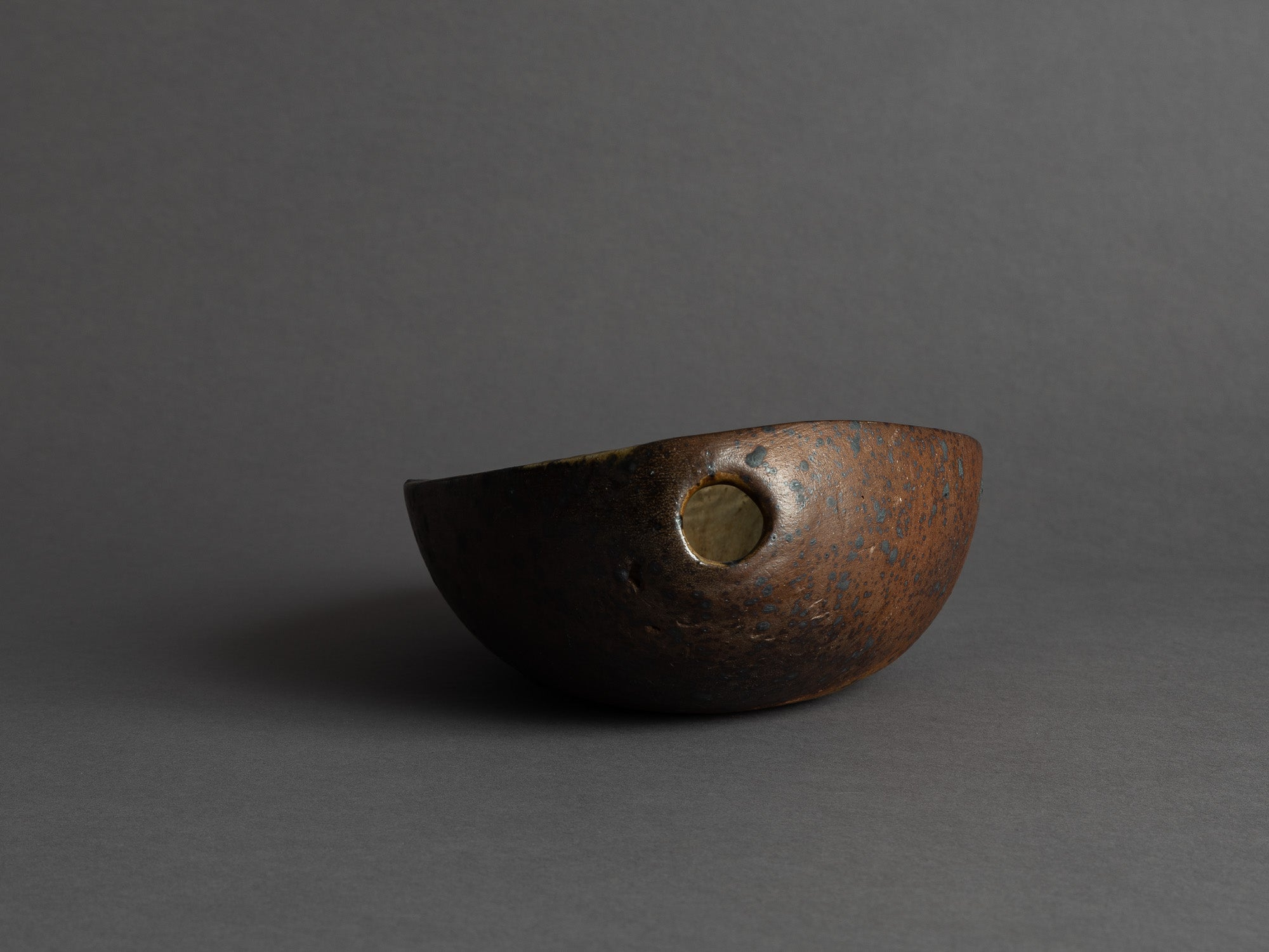 Rare coupe de forme libre de Jeanne et Norbert Pierlot à Ratilly, France (vers 1955)..Large free form bowl by Jeanne et Norbert Pierlot in Ratilly, France (circa 1955)
