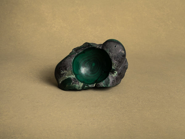 Coupe monolithe en malachite, France (vers 1960)..Dug-out malachite stone bowl, France (circa 1960)