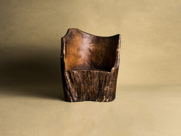 Rare fauteuil monoxyle en bois de narra, art paysan, Philippines (XIXe siècle)..Rare dug-out armchair in narra wood, peasant art, Philippines (19th century)