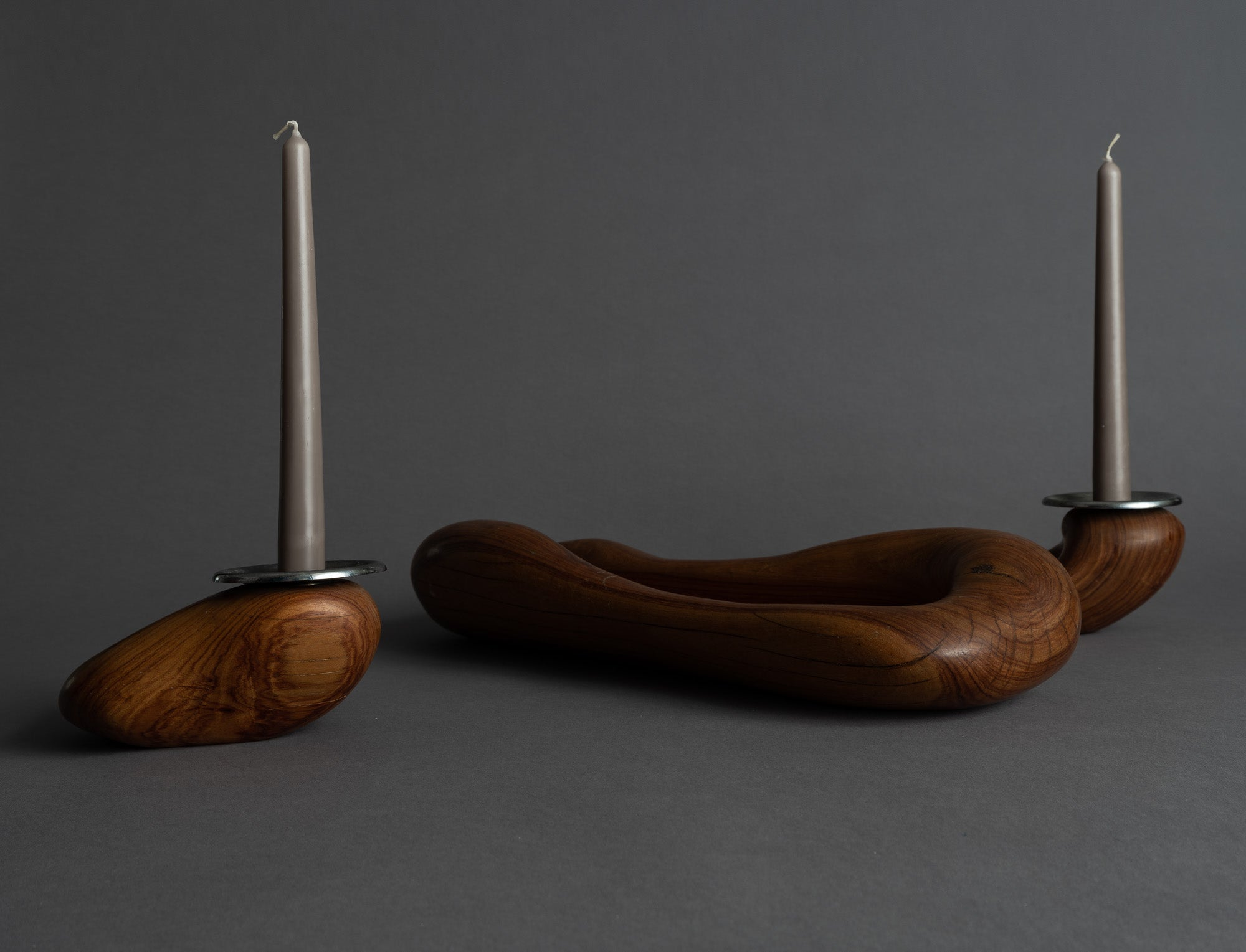Rare garniture / centre de table de forme libre en palissandre monoxyle, France (vers 1955)..Rare Set of freeform carved rosewood bowls, France (circa 1955)