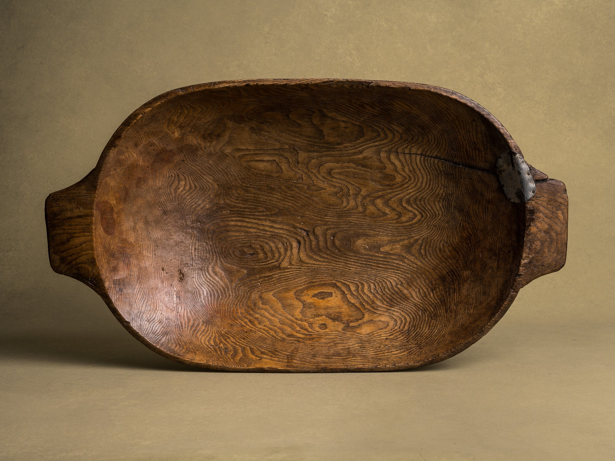 Ancienne coupe à faire le pain / pétrin, art paysan, Angleterre (XIXe siècle)..Old wood carved bread & dought bowl, Peasant art, England (19th century)