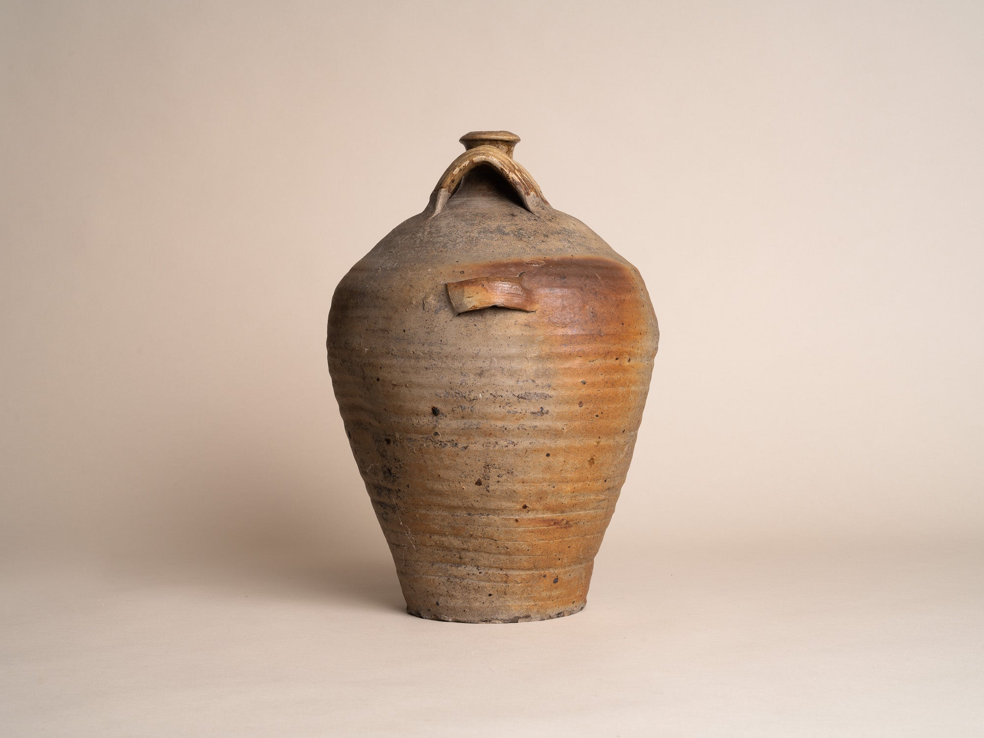 Bombonne à quatre anses en grès de la Borne, France (XVIIe / XVIIIe siècles)..Stoneware folk bottle pot by anonymous La Borne potters, France (17th / 18th century)