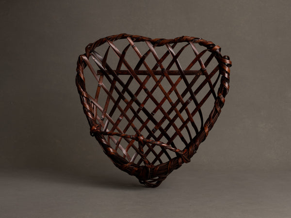 Corbeille à anse pour l'ikebana en forme de cœur, Japon (Ère Shōwa)..Flower Basket stand for ikebana, heart shaped with handle, Japan (Shōwa era)