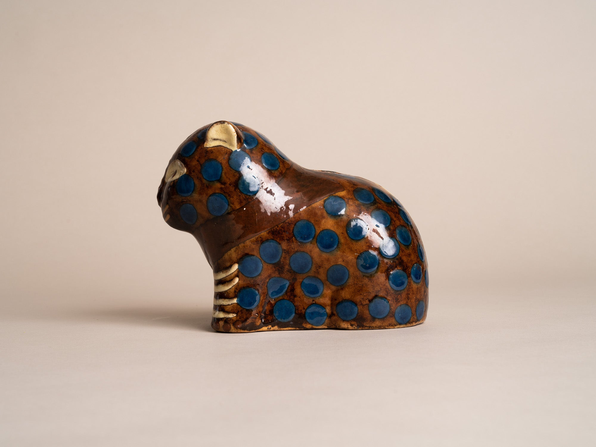 Rare sculpture Chat, tirelire en terre vernissée de Soufflenheim par Elchinger pour Primavera, France (vers 1925)..Rare Primavera Art Deco Cat sculpture, slipware Piggy bank, by Léon Elchinger in Soufflenheim, France (circa 1925)