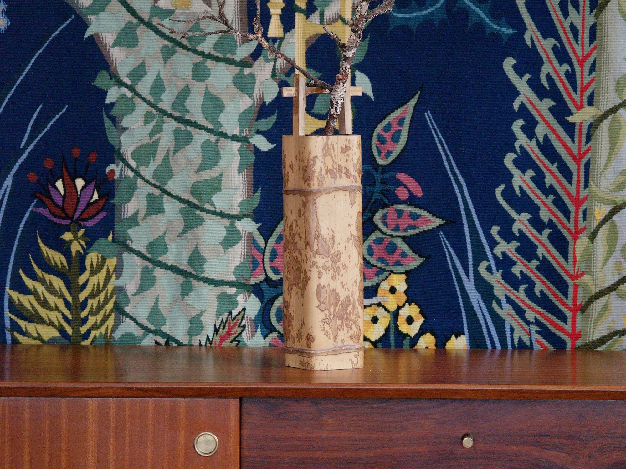Takehanaire, vase en bambou torachiku pour la cérémonie du thé, Japon (Fin ère Meiji / début ère Shōwa)..Takehanaire, Torachiku Bamboo vase for tea ceremony chabana, Japan (Late Meiji era / Early Shōwa era)