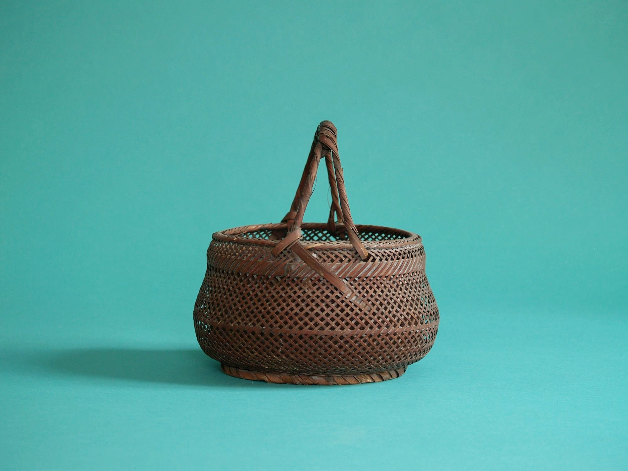 Sumitorikago, coupe / Panier en bambou pour la cérémonie du thé, Japon (Fin de l'ère Meiji / début ère Shōwa)..Sumitorikago bamboo charcoal basket for chanoyu, Japan (Late Meiji era / early Shōwa era)