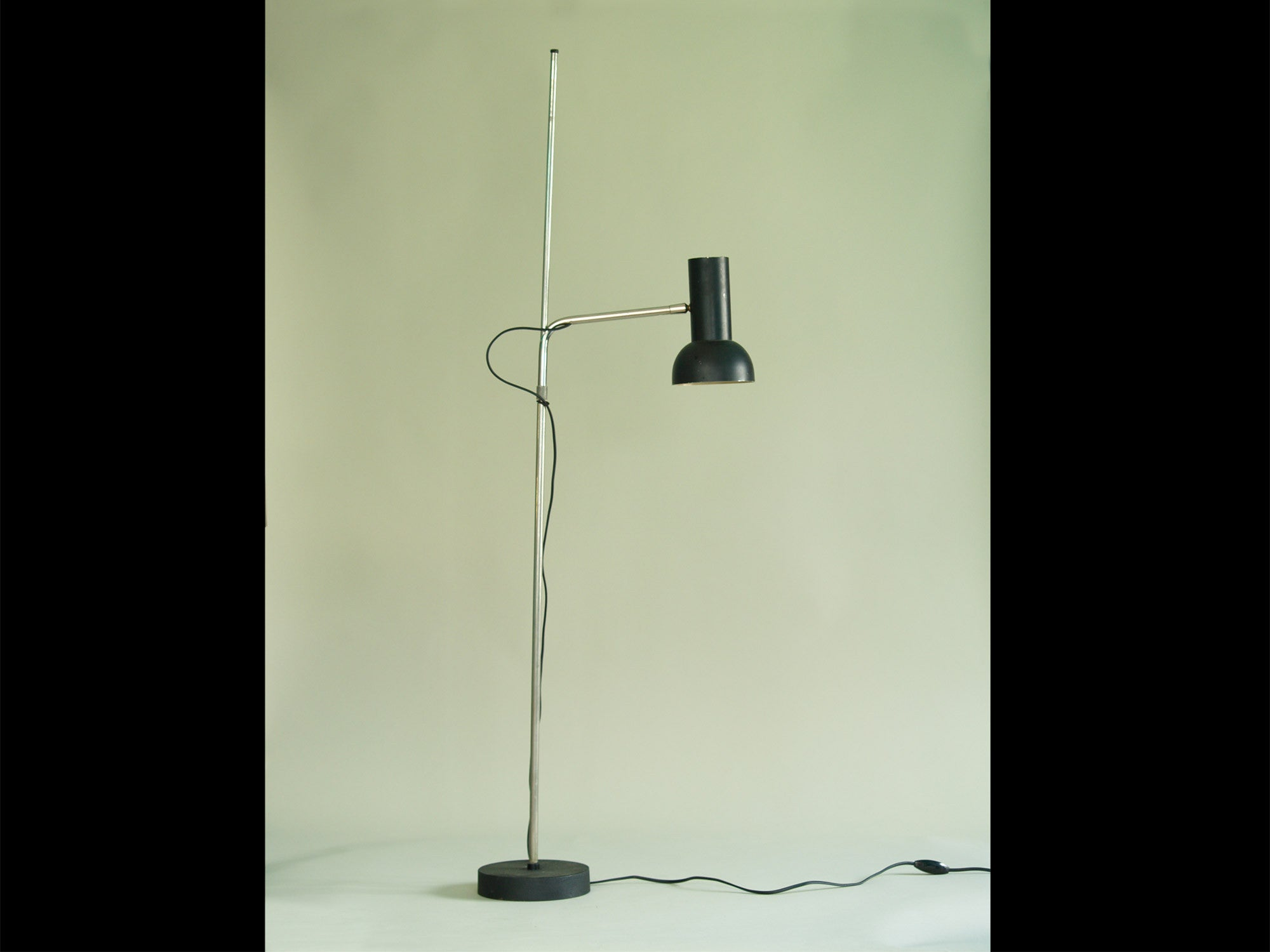 Lampadaire réglable / liseuse moderniste, France (vers 1960)..Modernist floor lamp, France (circa 1960)
