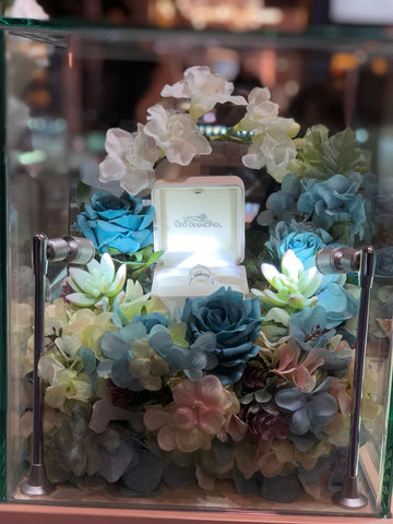 blue tone silk flower display for leo diamond