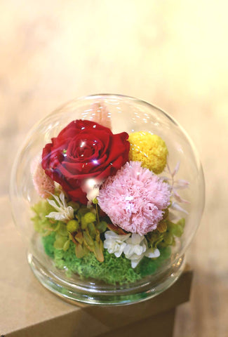 Mother's Day Preserved Flower Dome 母親節保鮮花水晶球 | Preserved flowers Hong Kong | Lily Sarah Floral Studio | 保鮮花 香港 花店 向日葵 情人節禮物 valentines day gift diy gift sunflowers preserved flowers flower shop preserved roses hong kong sunflower preserved flower arrangement
