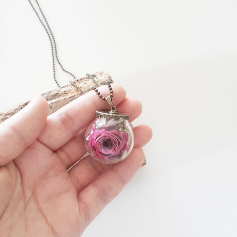 Elegant Preserved Rosebud | Preserved Flower Terrarium Necklace | Floral Accessories and Gifts |保鮮花頸鍊 項鍊 禮物 情人節 母親節 飾物