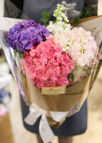 bouquet gift love flower lily sarah lilysarah agnesb birthday valentine graduation celebration ceremony wedding gerbera rose hydrangea garden lover pink green 玫瑰 花束 花 禮物 情人節 花店 生日 畢業 婚禮 慶祝 繡球花 粉紅色