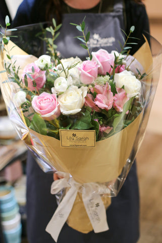 Garden bouquet of pink and white roses | 玫瑰花束 粉紅 白玫瑰 花店 沙田科學園 大埔 北區 送花