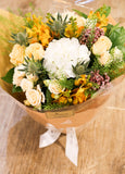 White hydrangea garden bouquet Lily Sarah Floral Studio yellow tone 花束 花店 繡球 情人節 送花 沙田科學園