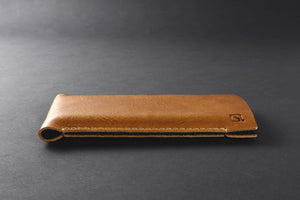 slim & simple iPhone sleeve