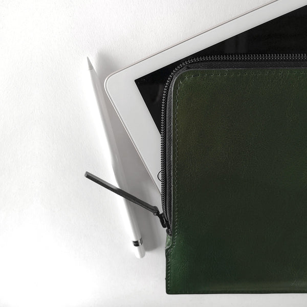 SLIM IPAD ZIP SLEEVE, deep bottle green