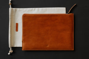 SLIM ZIP MACBOOK SLEEVE, tan